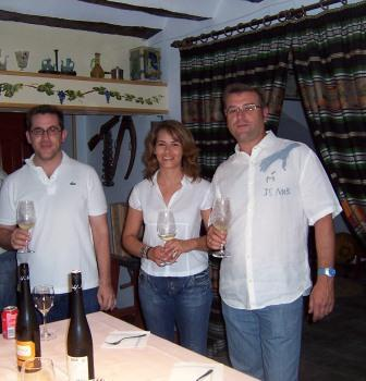 Jose Maria Vicente (right) with his wife and sales manager (photo Vera Czerny)